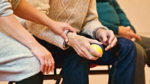beeld van het dagelijks leven in de ouderenzorg